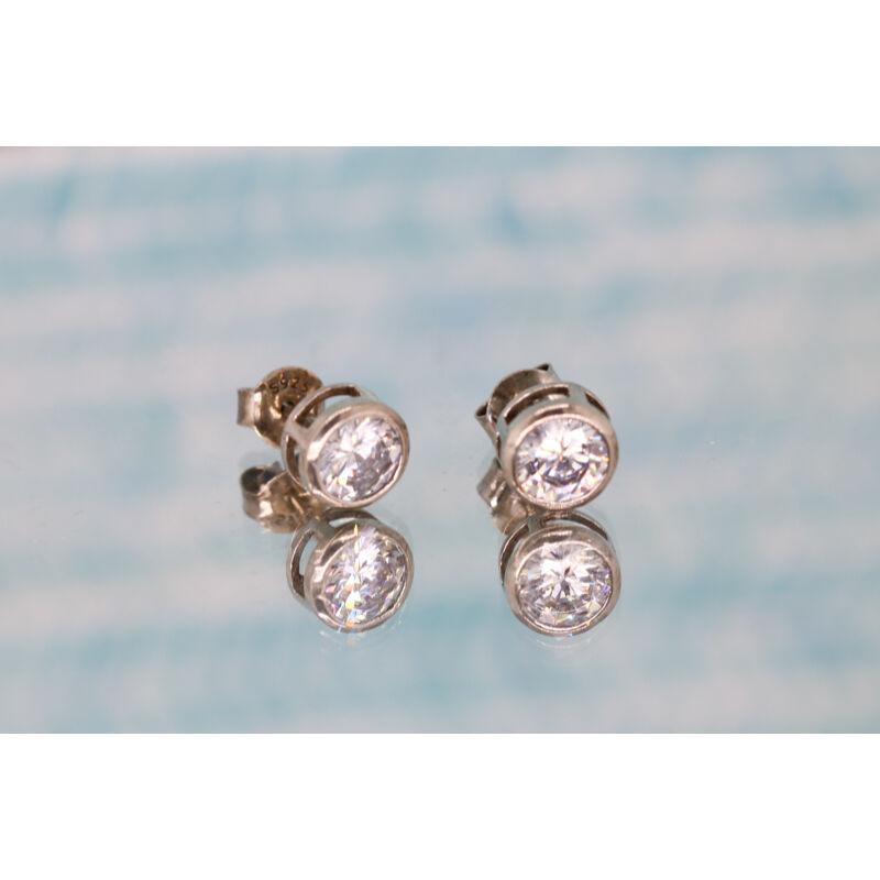 Button foglalatos köves ezüst beszúrós fülbevaló