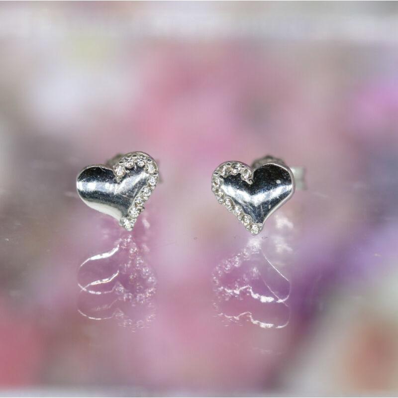 Szív alakú köves fehérarany beszúrós fülbevaló