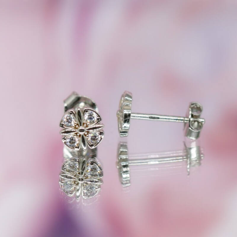14 karátos fehérarany virág alakú beszúrós fülbevaló