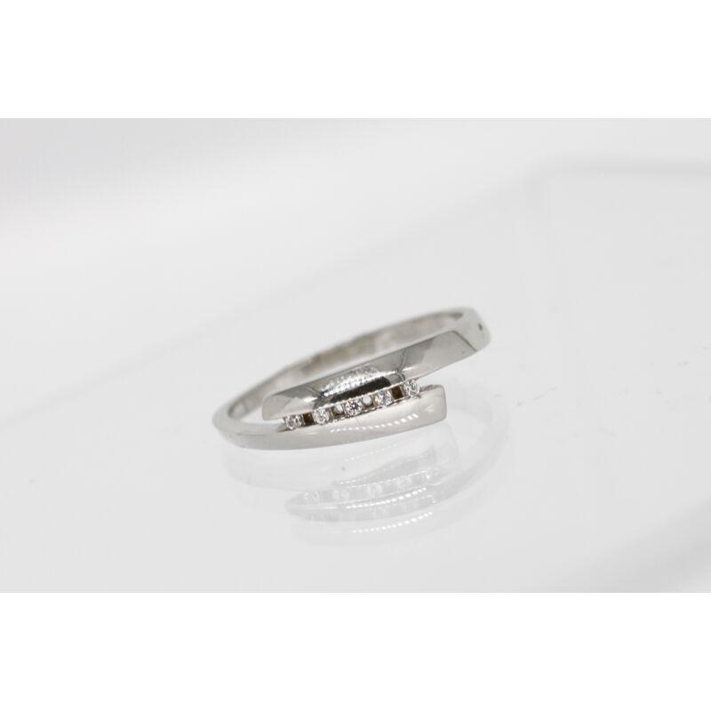 Meseszép köves fehérarany eljegyzési gyűrű