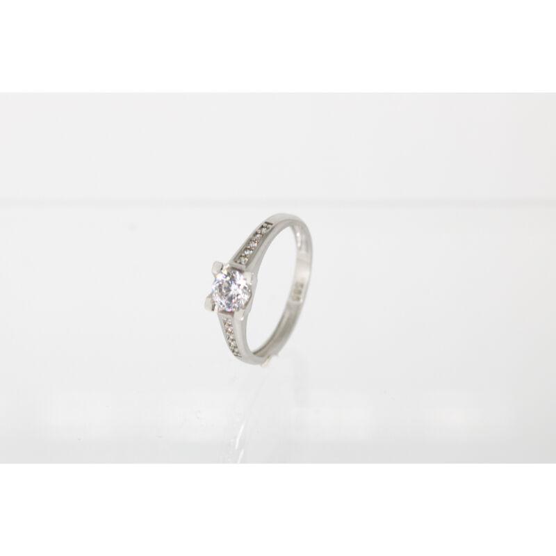 Elbűvölő fehérarany eljegyzési gyűrű