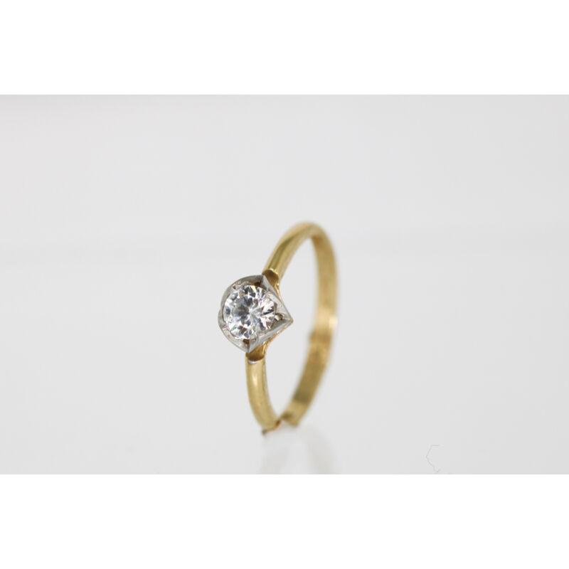 Csodás arany eljegyzési gyűrű