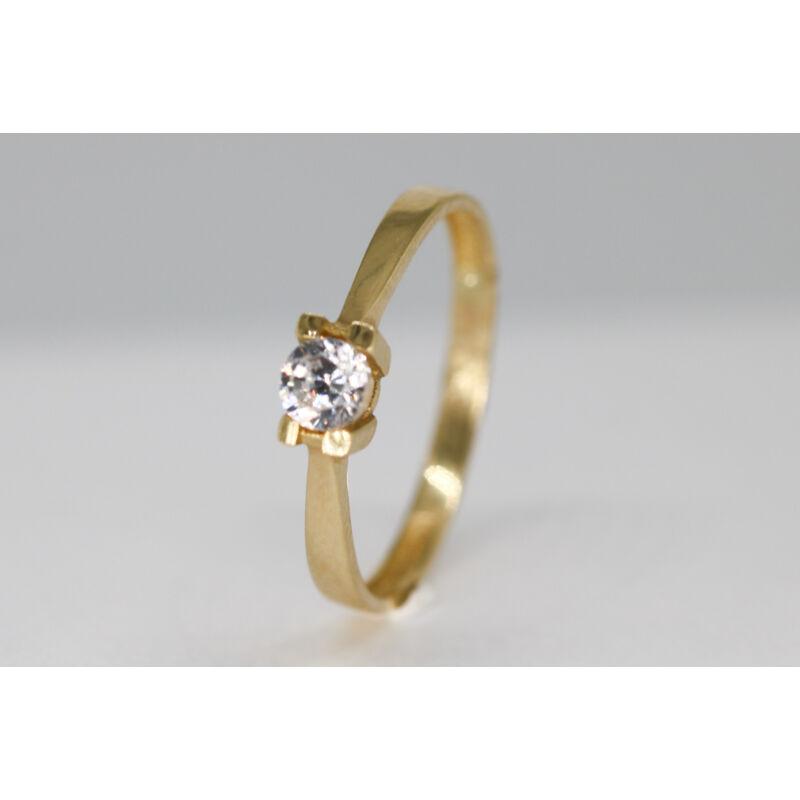 különleges arany eljegyzési gyűrű