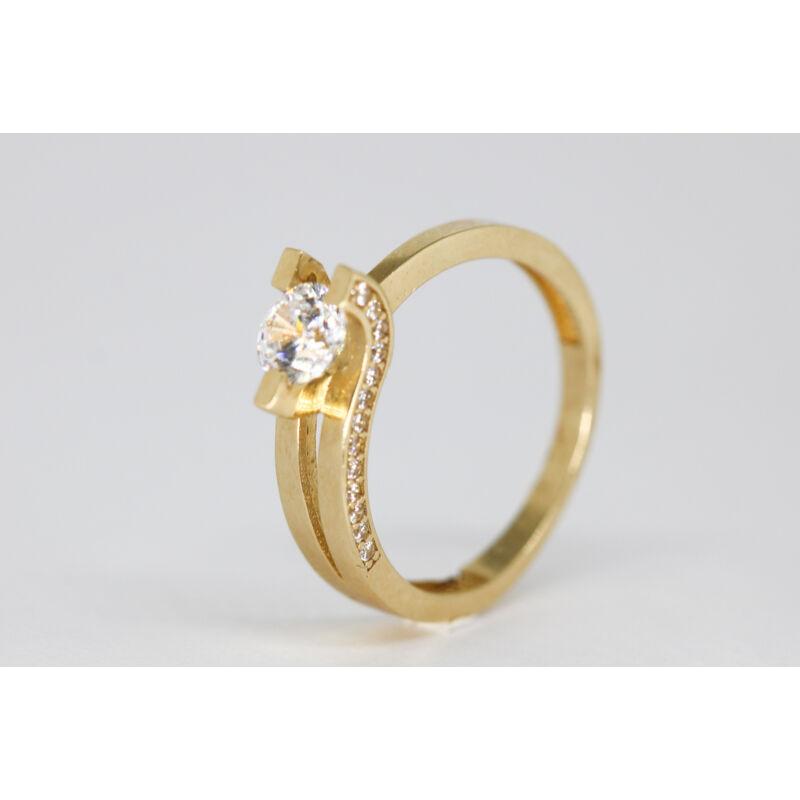 Különleges köves arany gyűrű
