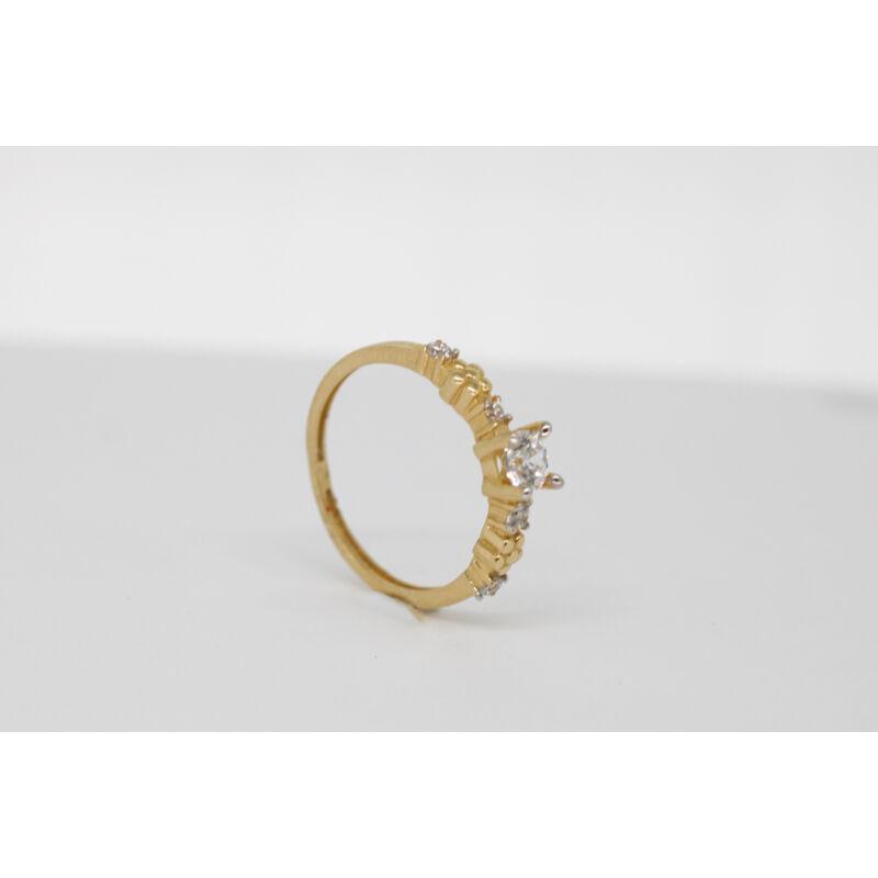 Meseszép köves arany eljegyzési gyűrű