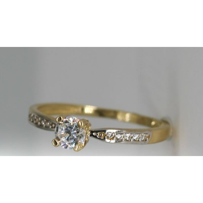 Hercegnői eljegyzési gyűrű