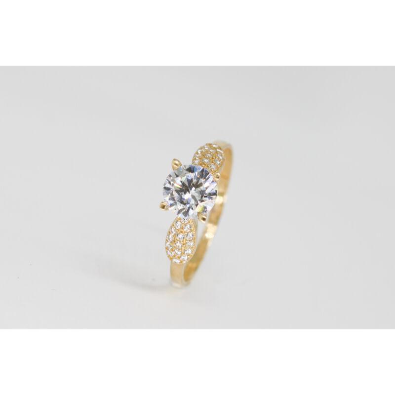 Fenséges arany eljegyzési gyűrű
