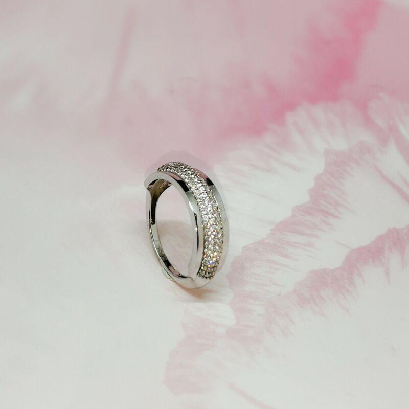 Elegáns 14 karátos fehérarany köves gyűrű