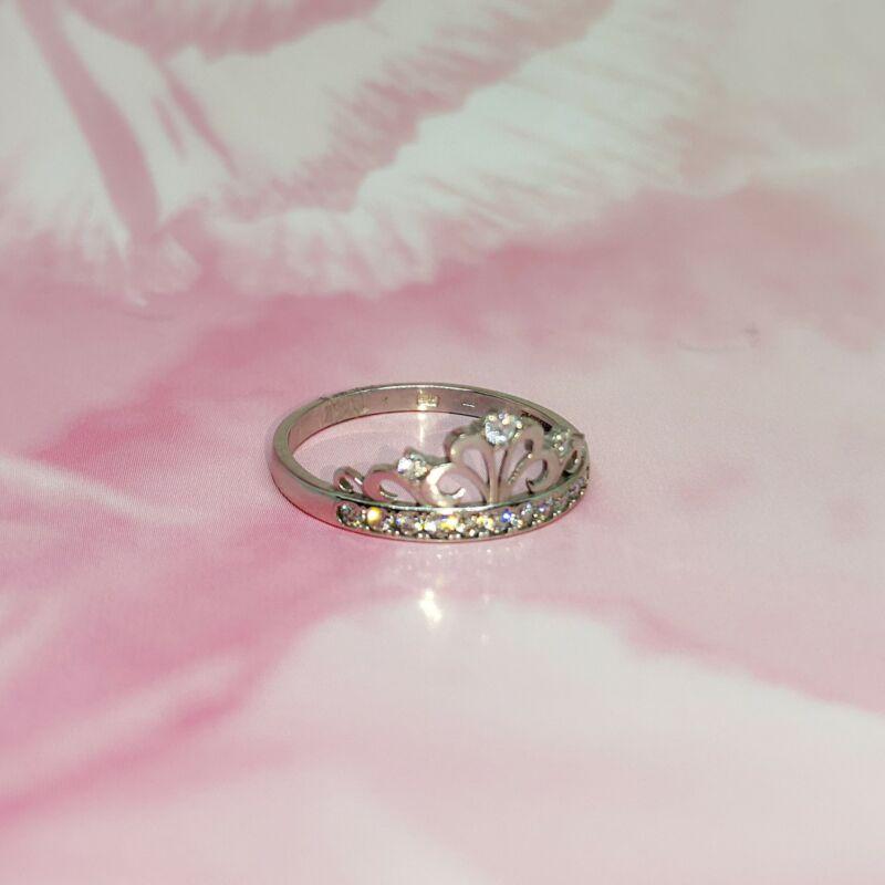 különleges fehérarany eljegyzési gyűrű