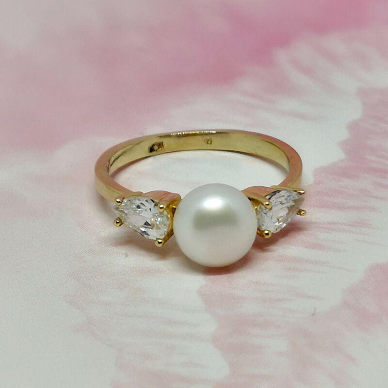 Elbűvölő 14 karátos arany gyűrű, tenyésztett gyönggyel