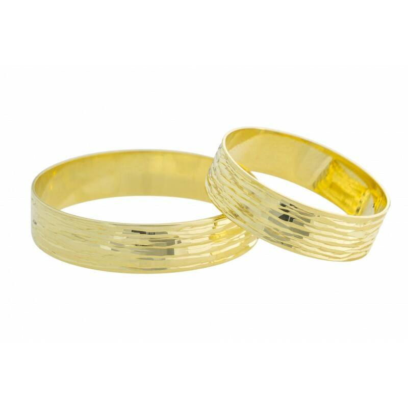 Egyedi vésésű 14 karátos karikagyűrű