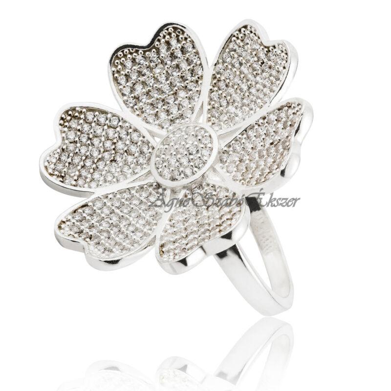 Csillogó cirkónia köves virágot formáló ezüst gyűrű