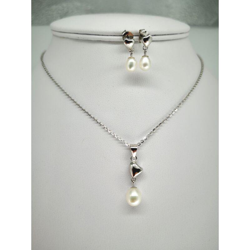 Édesvízi tenyésztett gyöngyös medál ezüst lánccal
