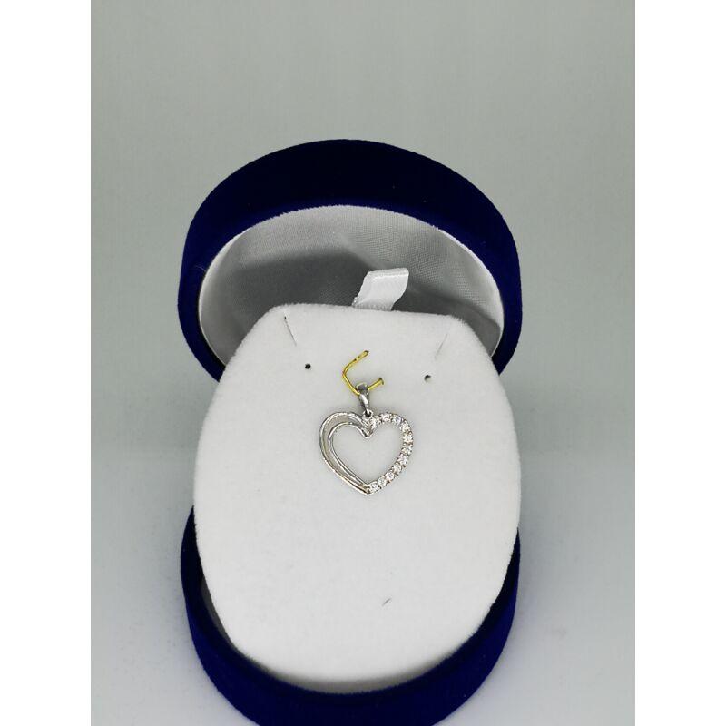 Fehér arany szív medál csillogó cirkónia kövekkel