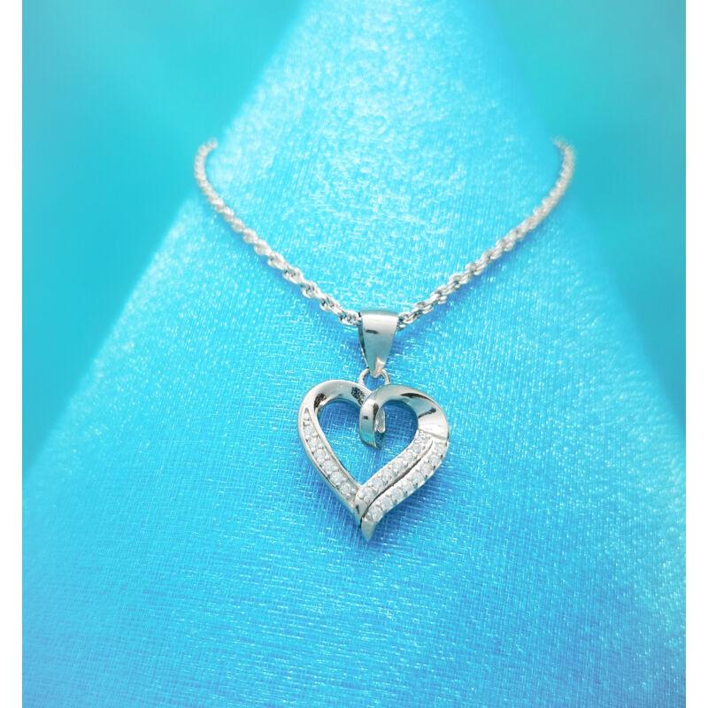 Ezüst szív medál kő díszítéssel